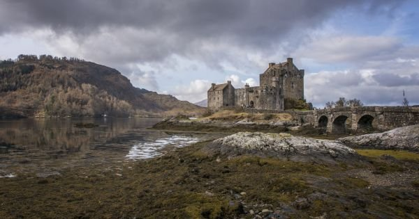 Ancient eilean Donnan Castle in Scotland