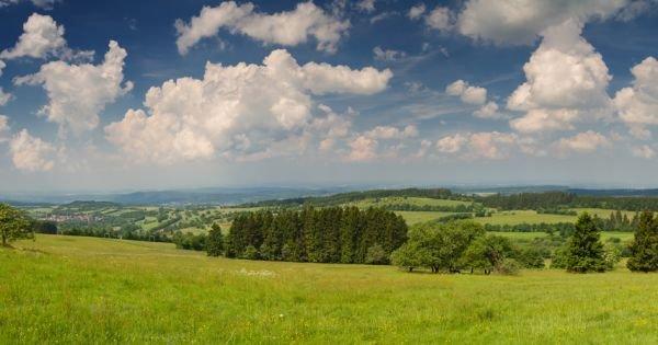 Panorama Vogelsberg vom Gipfel des Hoherodskopf