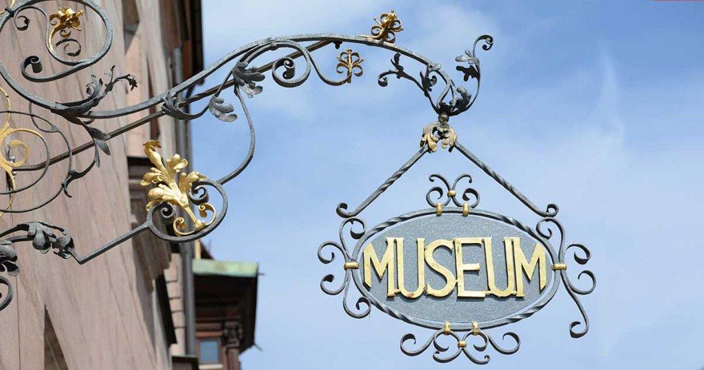 Museumsschild in Nürnberg